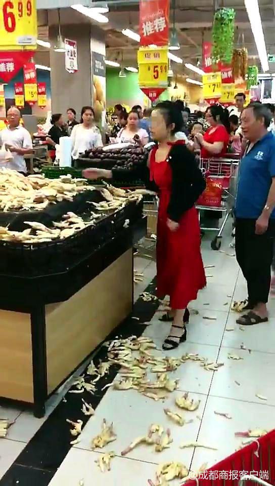 金沙国际娱乐机构:女子因差价争执将超市生姜掀一地_最后买22斤回去