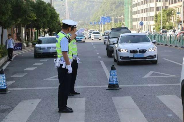 北京赛车pk10开奖视频:贵州安顺一考生忘带身份证_交警驾驶警车往返取证护航高考