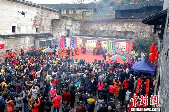 洪江古商城一年一度的财神祈拜典礼。 刘路文 摄