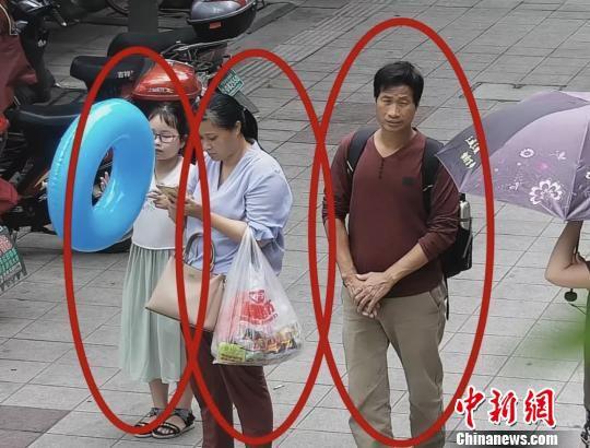 7月7日三人监控出现画面。 警方 供图 摄