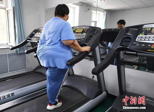 减肥并不是一件容易的事。 张瑶 摄