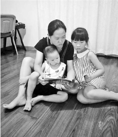 时时彩人工计划:怕幼儿园跟不上妈妈给娃报5个培训班_家长焦虑咋解?