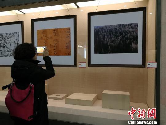 展出的作品题材广泛,有风光风情又有花卉小品。 刘薛梅 摄