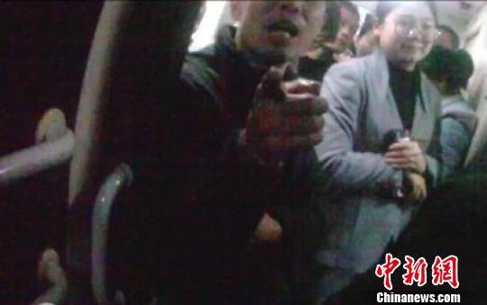 警方拍摄视频取证。(警方提供) 王小军 摄