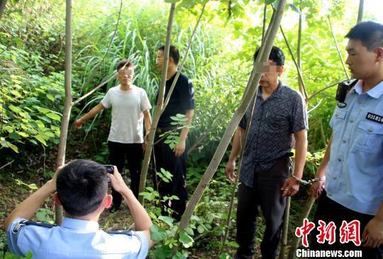 犯罪嫌疑人指认现场 孝昌县森林公安局供图 摄