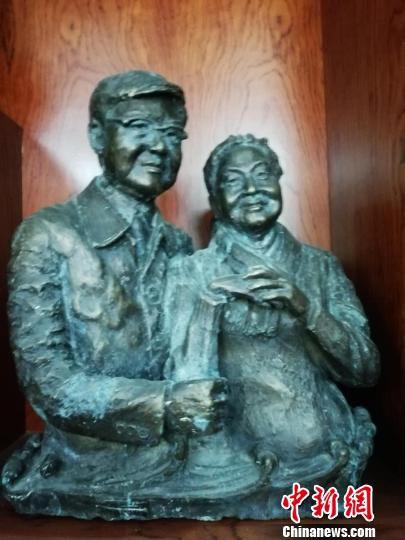 肖像雕塑《夫妇》 兰艳 摄