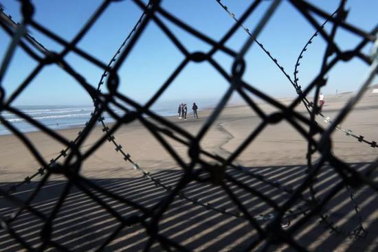 ▲2019年1月18日,墨西哥提华纳,中美洲移民前往美墨边境。