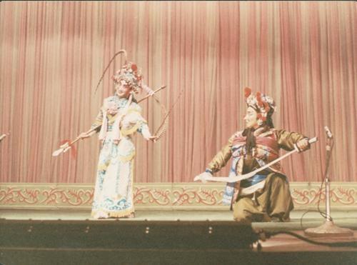 宋丹菊(左)演出《扈家庄》剧照。受访者供图