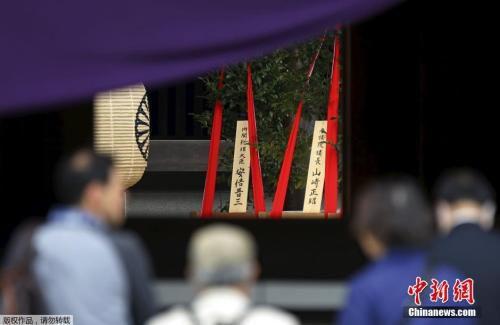 资料图:往年的靖国神社春季大祭,日本首相安倍晋三曾供奉祭品