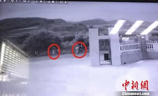 象山警方发布的监控画面。 警方 供图 摄