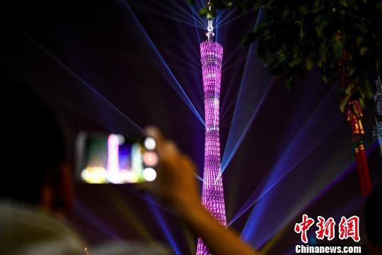 广州迎春灯光音乐会亮灯绚丽壮观