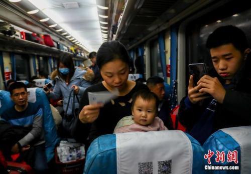 2019年春节,不少人踏上回乡之路。<a target='_blank' href='http://www.chinanews.com/'>中新社</a>记者 张畅 摄