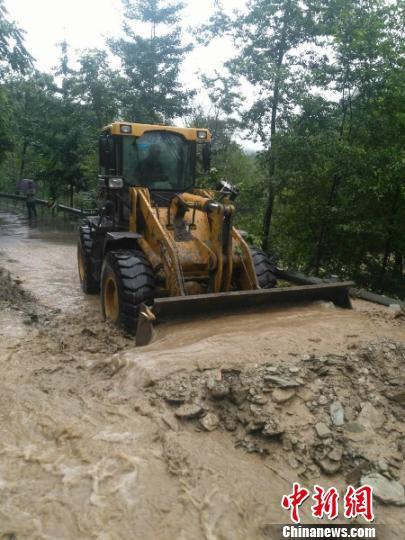 道路抢修现场。平武宣传部提供