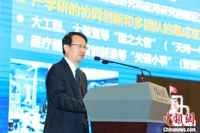 中国发明协会新任理事长吴朝晖院士作大会主旨报告。 中国发明协会 供图
