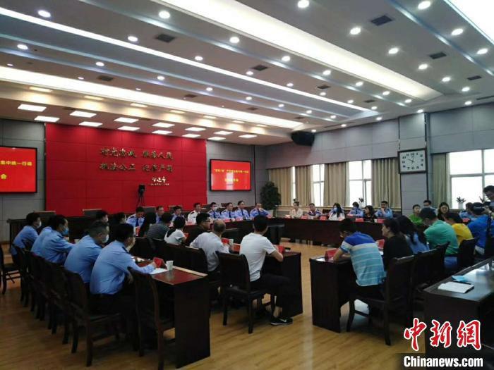 新闻发布会现场。 徐州警方供图 摄