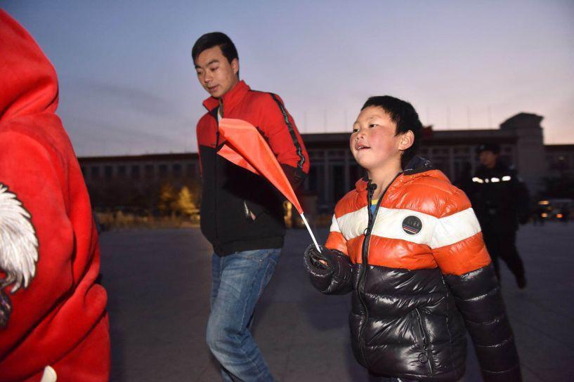 """北京赛车PK10计划:【暖新闻】为求学他成了""""冰花男孩""""_看升旗去警察学校圆梦北京温暖一座城"""