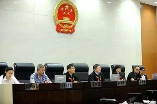 7月31日,南京市中级人民法院在第二法庭开庭审理此案。