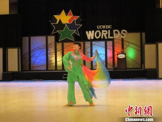 2014年参加UCWDC世界排舞冠军赛获得单项第二名,表演的是自己的原创作品。 陈丹萍供图