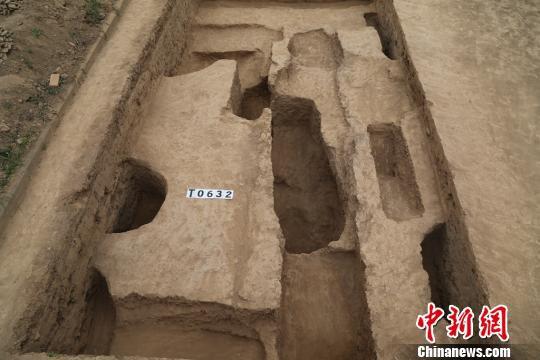 考古发掘的灰坑。陕西省考古研究院供图