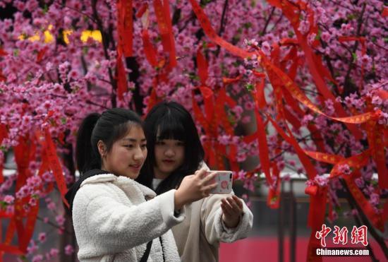 资料图:民众自拍。<a target='_blank' href='http://www.chinanews.com/'>中新社</a>记者 王刚 摄