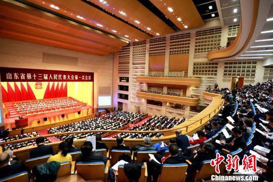 1月25日,山东省第十三届人大一次会议在济南开幕。 梁�� 摄