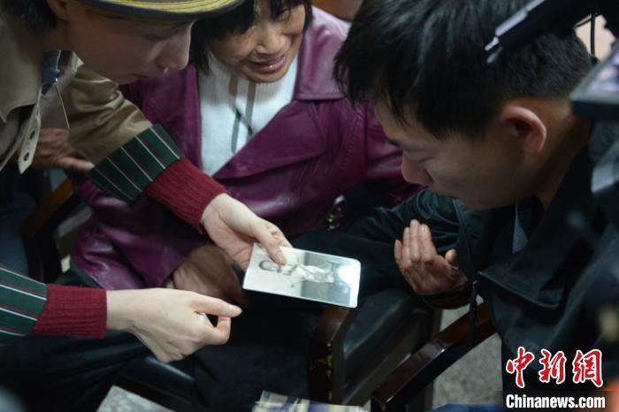 张某华一直将涛涛的照片放在身上。徐州警方供图