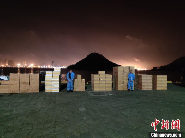 图为防城港海警局查获的走私香烟。广西海警局提供