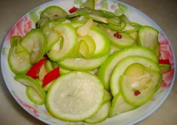 快三豹子最佳规律:【健康】惊出一身冷汗!男子吃了这种菜,竟吐血水!很多人爱吃