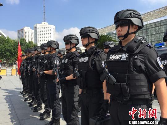 """中国首支铁路警方专业反恐精锐队伍――""""战鹰突击队""""21日成立。(作者 供图 申海)"""
