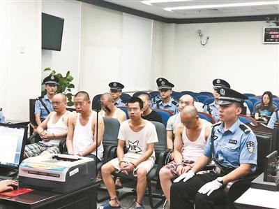 北京赛车pk10怎么玩:团伙5个月碰瓷20次:为逼真给成员喂毒品后打折胳膊