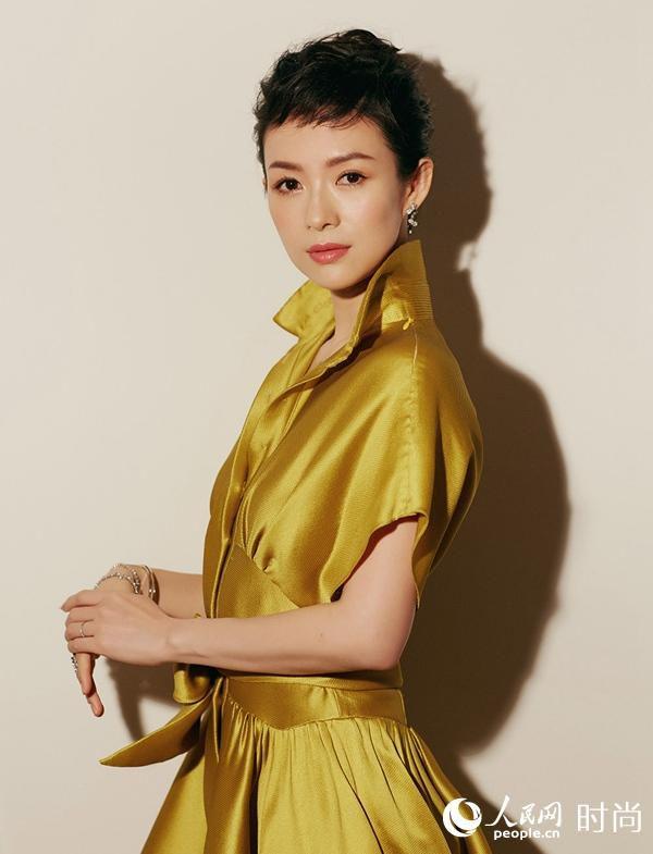 章子怡黄色丝绸长裙盛装出席华表奖气场全开