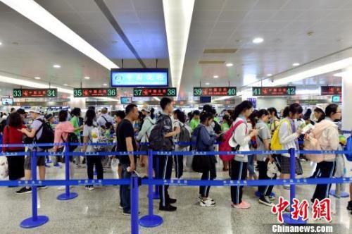 资料图:上海浦东机场。 魏文亨 摄