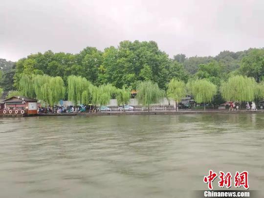 官方晒图辟谣。 杭州市西湖水域管理处供图 摄