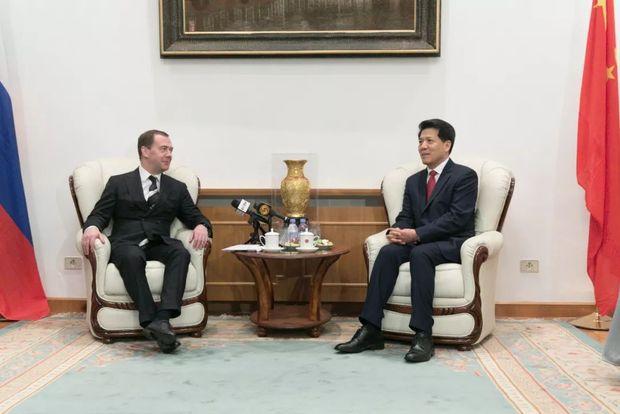 俄罗斯总理梅德韦杰夫做客中国驻俄使馆庆祝中国春节