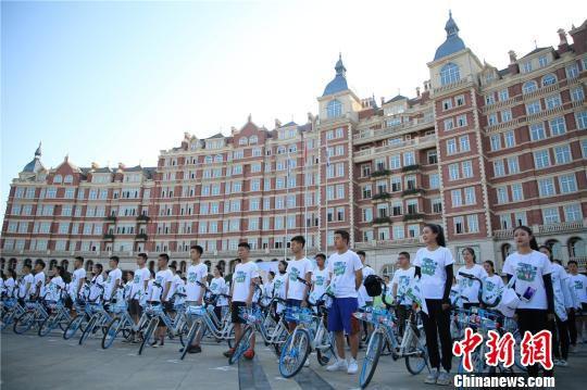 高校运动会玩出新高度千人骑行倡导环保