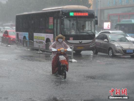 资料图:暴雨天气。韩章云 摄