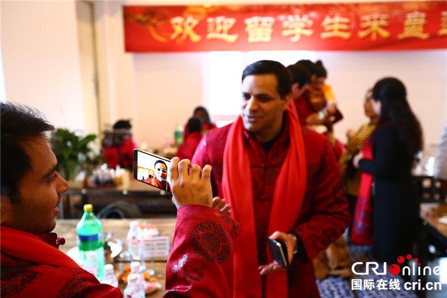 """澳门娱乐场送彩金:外国留学生在东北过年有感:""""团聚""""才是春节的意义"""