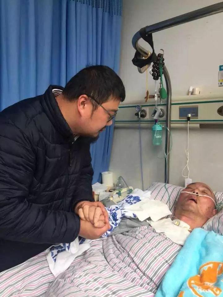 重庆时时彩开户:男子放弃几十万年薪照顾重病父亲_妻子这样说