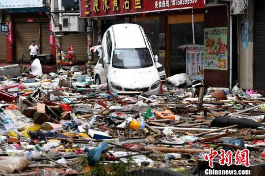 图为海水倒灌退去后的霞浦县牙城镇。 王东明 摄