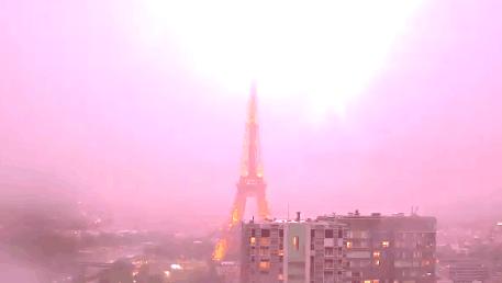 怎样买彩票才能中大奖是最实用的的一种方法:暴风雨席卷法国北部地区_埃菲尔铁塔惨遭雷劈