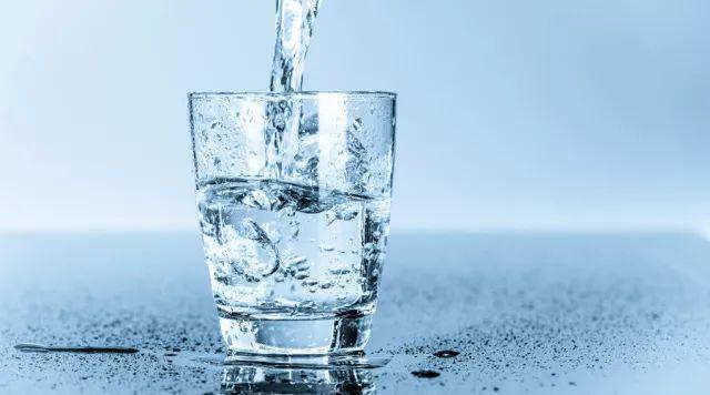 玩pc蛋蛋赢了几十万:【健康】早起第一杯水喝什么好?你可别喝错了