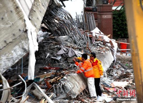 救援人员正在进行搜救工作。 <a target='_blank' href='http://www.chinanews.com/'>中新社</a>记者 肖开霖 摄