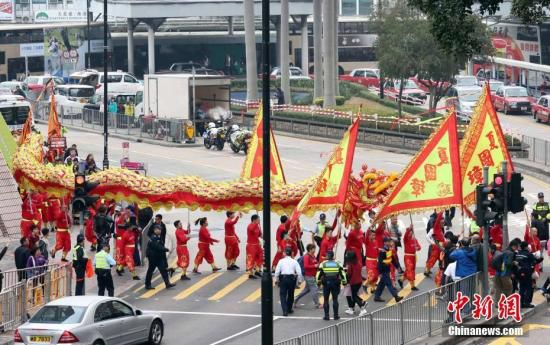 资料图:香港舞龙狮,年味渐浓。中新社记者 洪少葵 摄