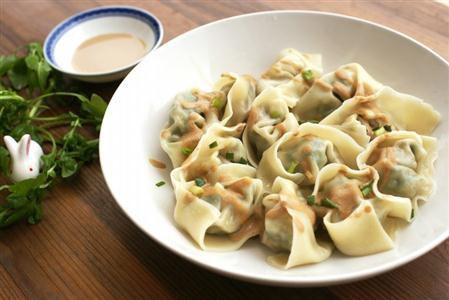 北京pk10投注中心网站:春天的荠菜大馄饨是绝对不可以错过的美味